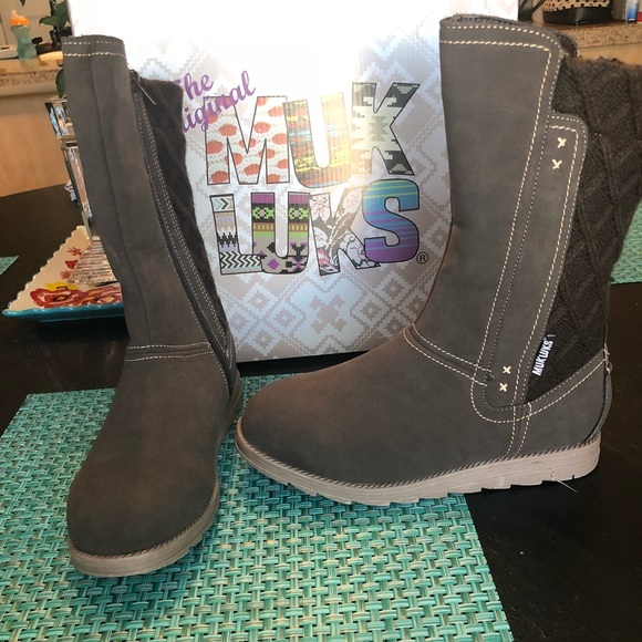7c59e551e0f NWT Muk Luks Brown Women's Stacy Flat Boots 7 NWT